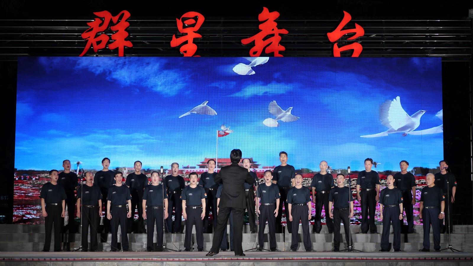 《我和我的祖国》《梅花端的种梅州》,男女声对唱《为了谁》,二胡独奏